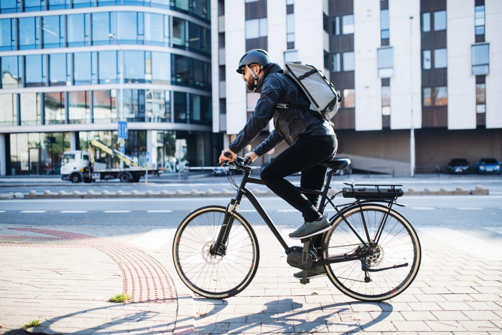 Derby työmatkapyöräilijä matkalla